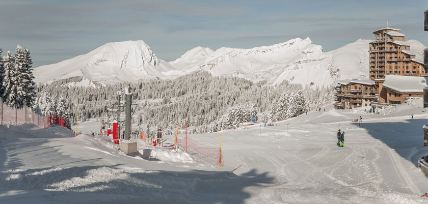 France_Portes-du-Soleil-Ski-Area_Avoriaz_Mountain-piste-view.jpg